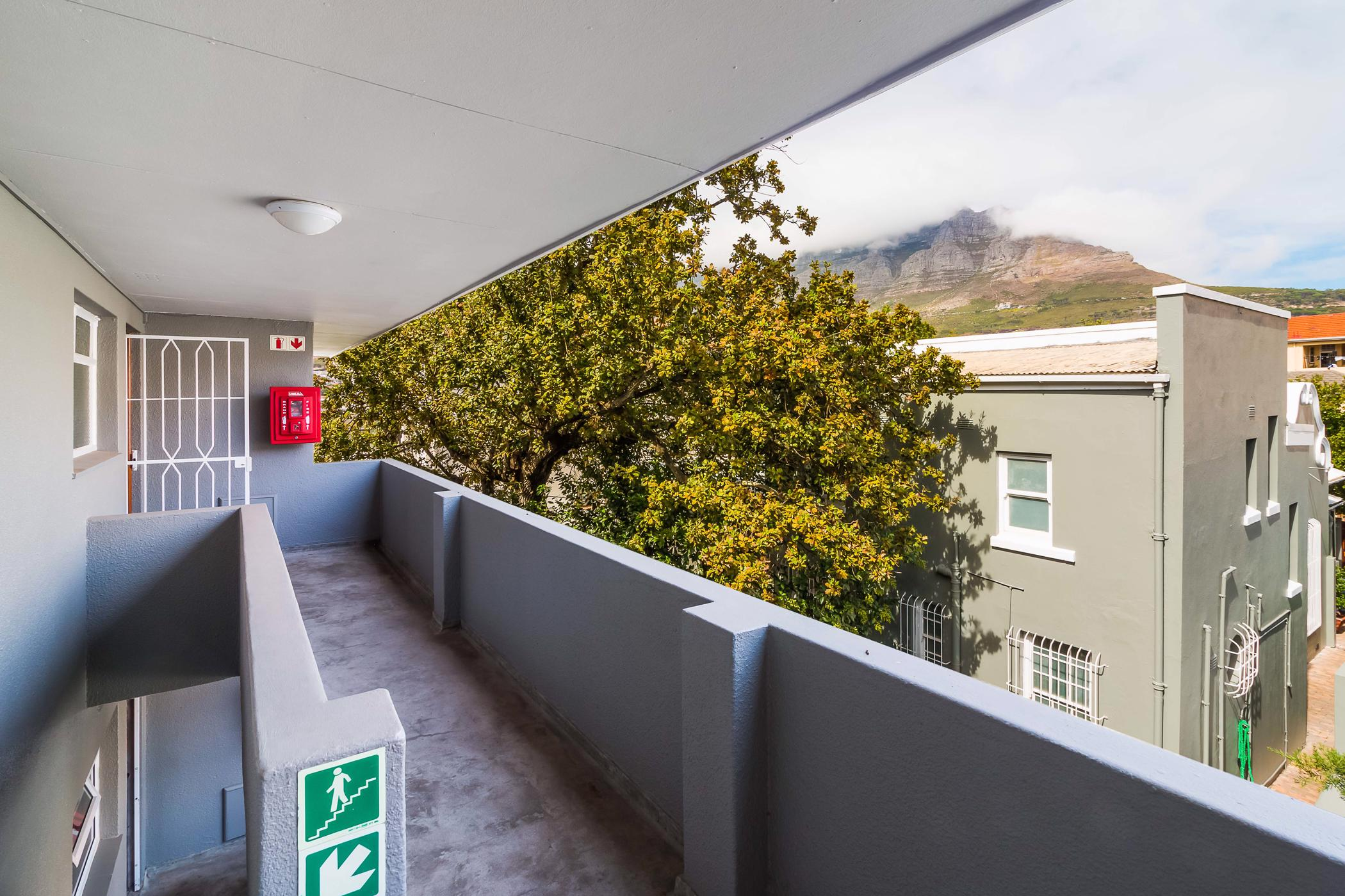 https://listing.pamgolding.co.za/images/properties/201905/1332395/H/1332395_H_1.jpg
