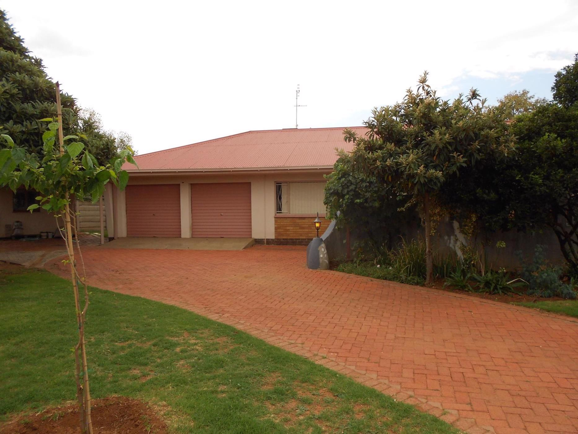 https://listing.pamgolding.co.za/images/properties/201905/1333715/H/1333715_H_1.jpg