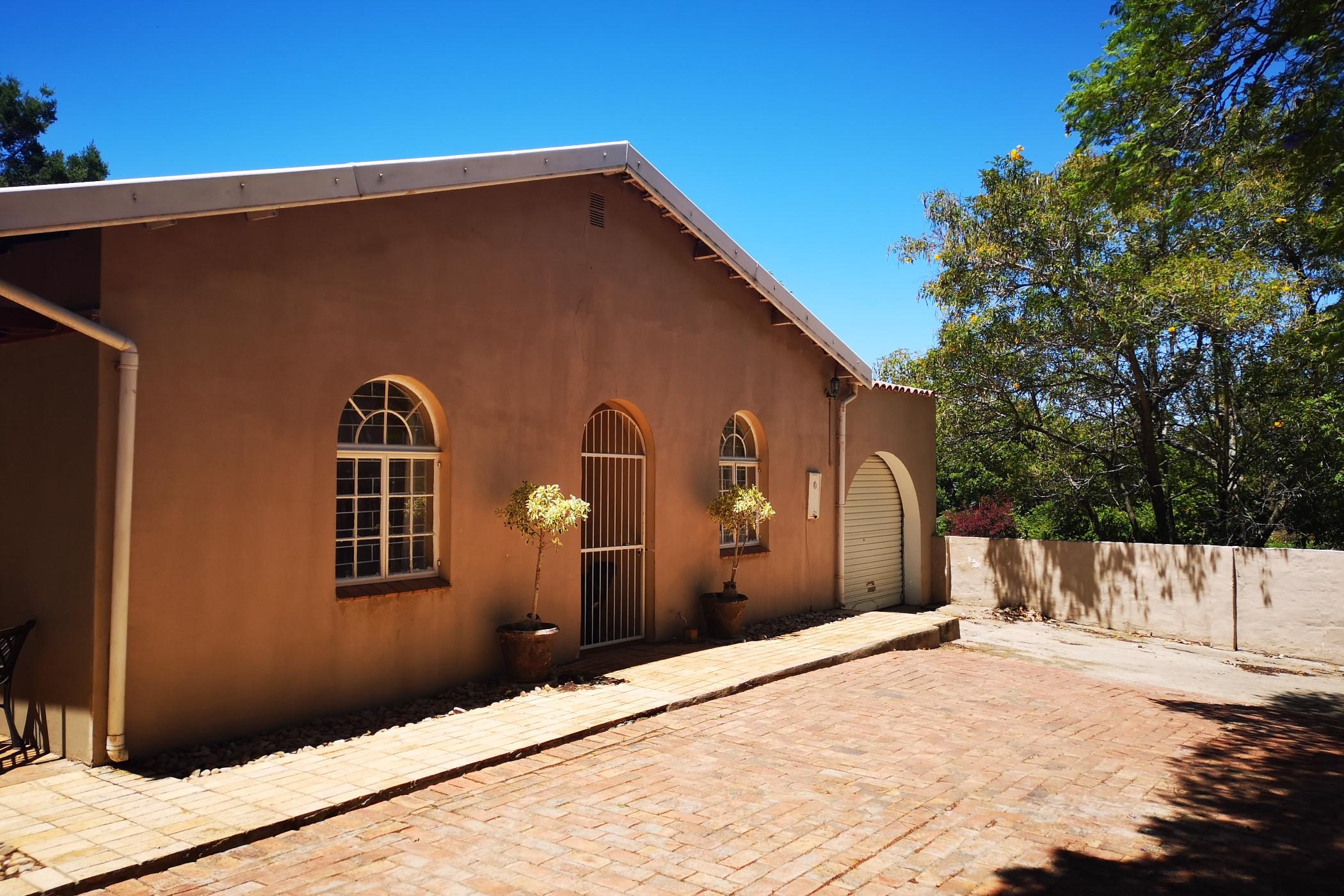 https://listing.pamgolding.co.za/images/properties/201905/257418/H/257418_H_39.jpg