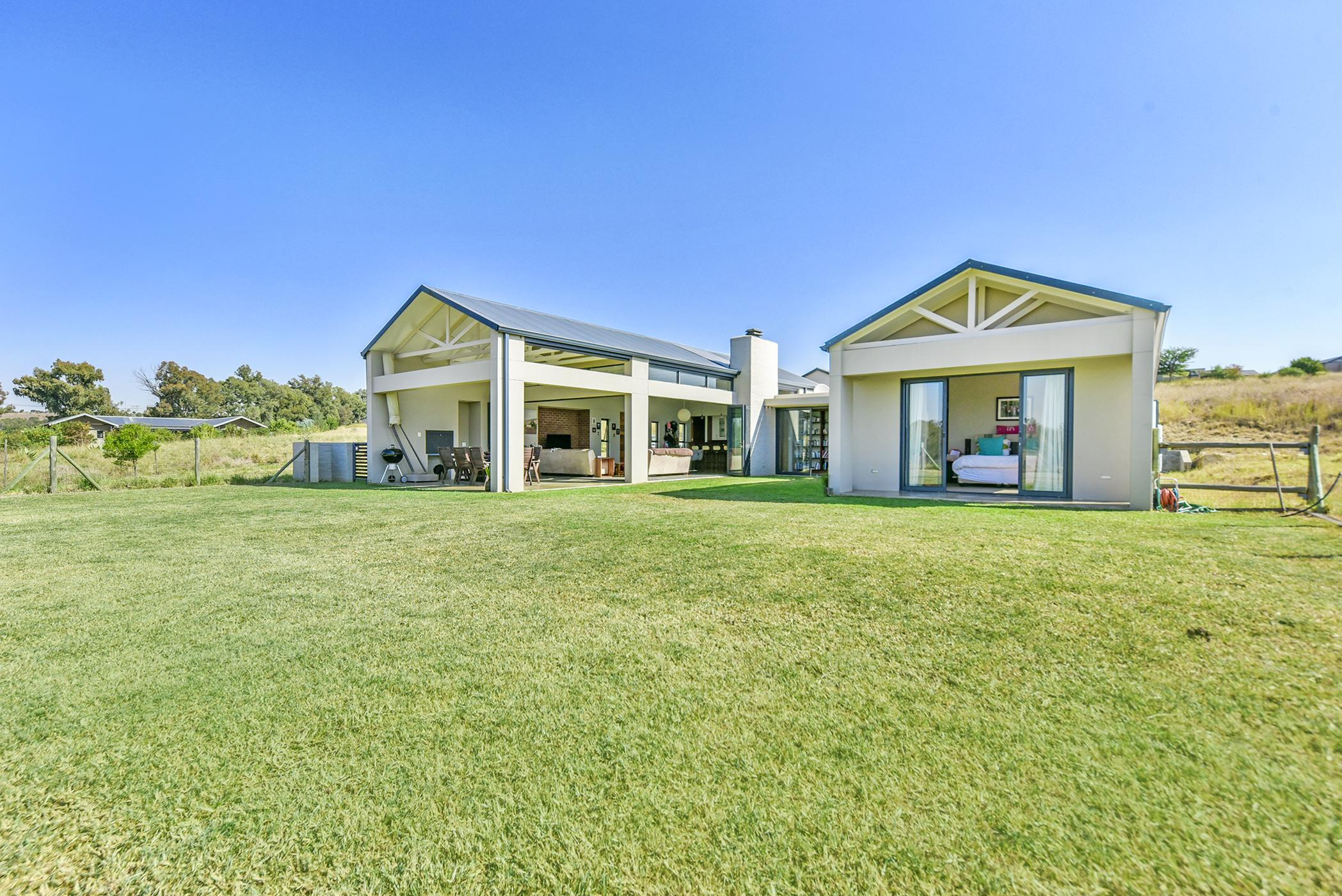 https://listing.pamgolding.co.za/images/properties/201906/1363878/H/1363878_H_2.jpg