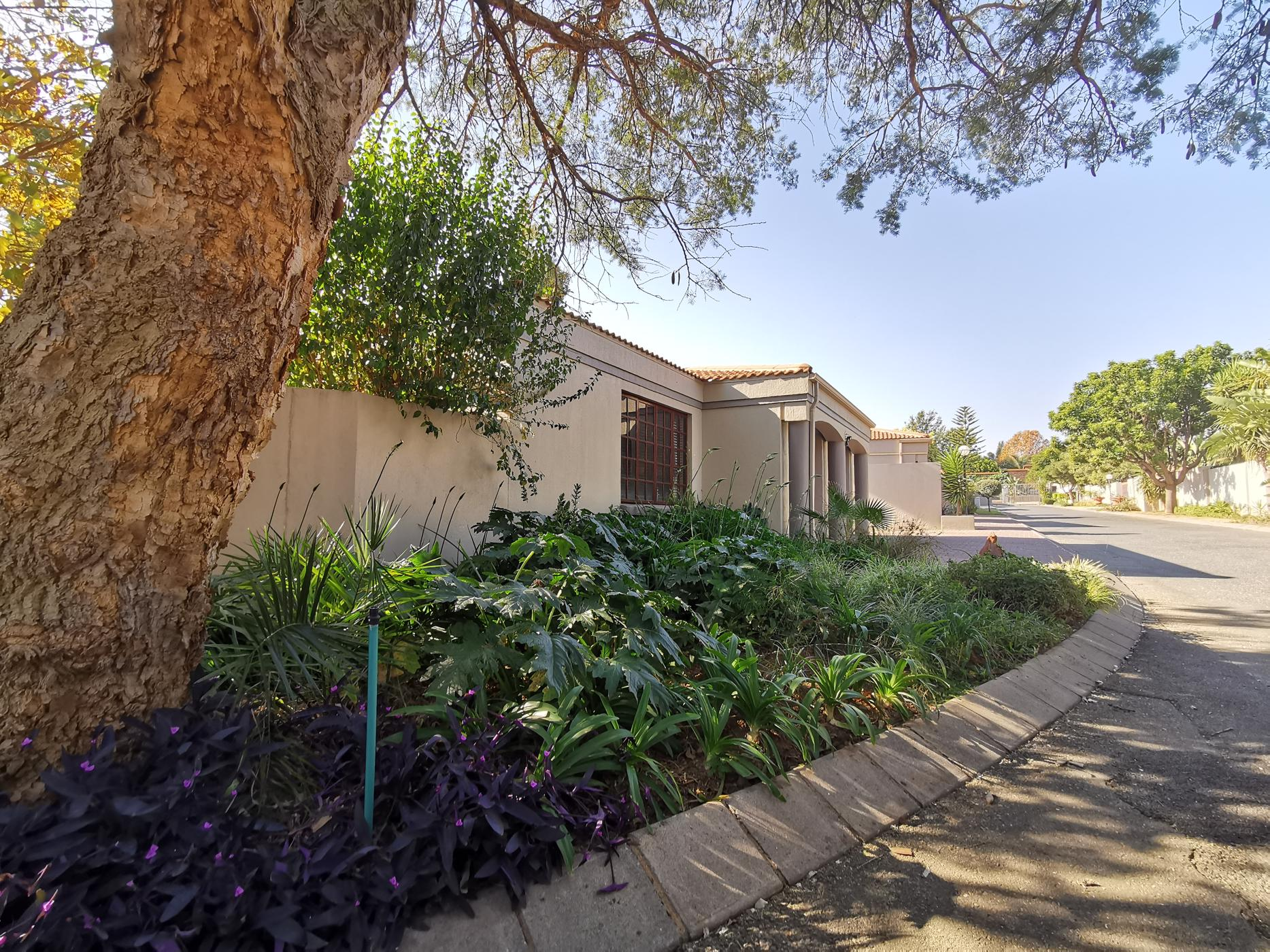 https://listing.pamgolding.co.za/images/properties/201906/1385242/H/1385242_H_31.jpg