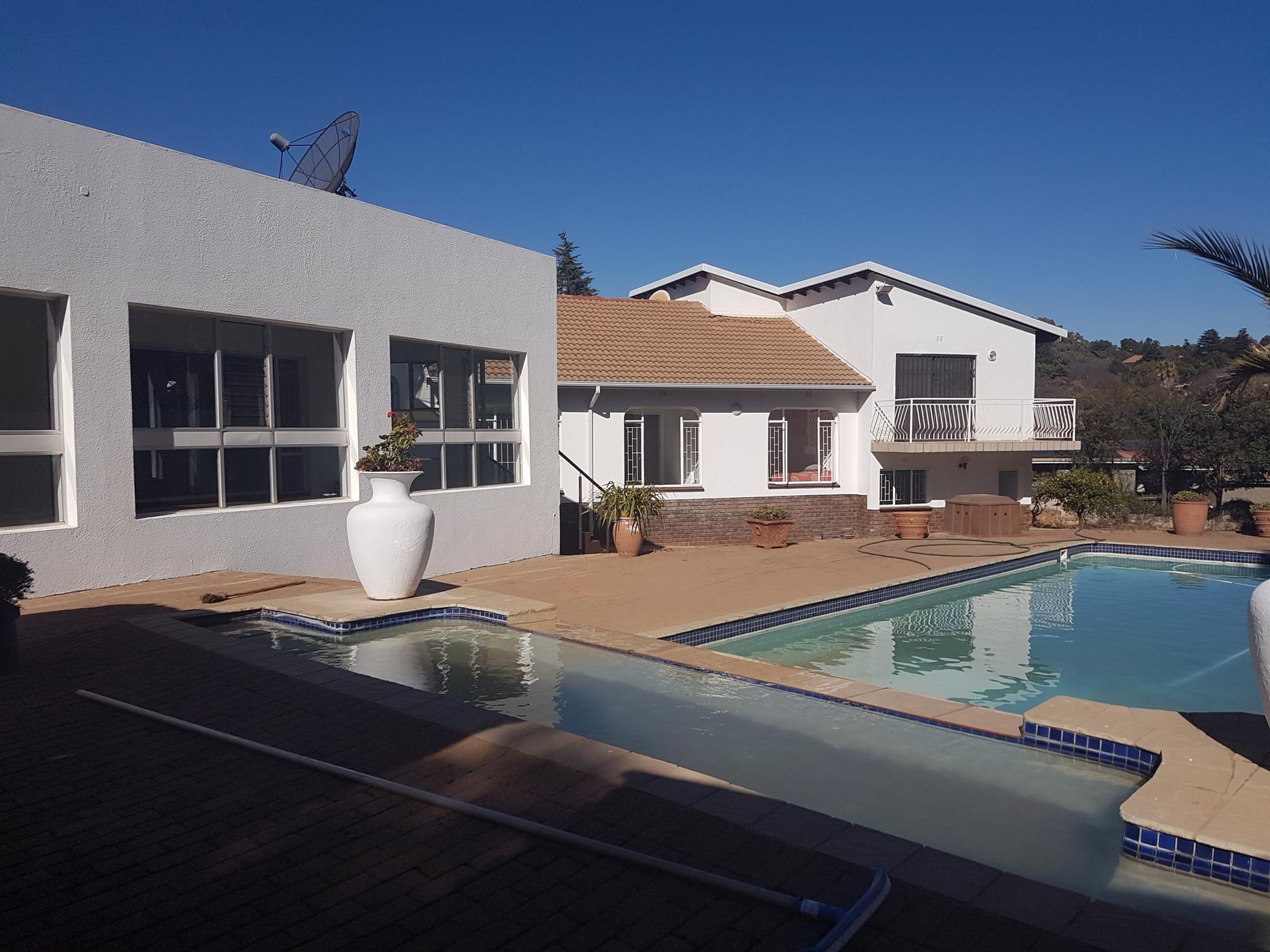 https://listing.pamgolding.co.za/images/properties/201907/1020178/H/1020178_H_1.jpg