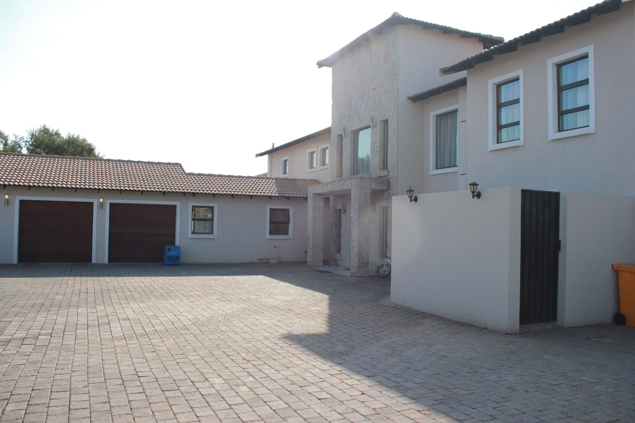 https://listing.pamgolding.co.za/images/properties/201907/479839/H/479839_H_44.jpg