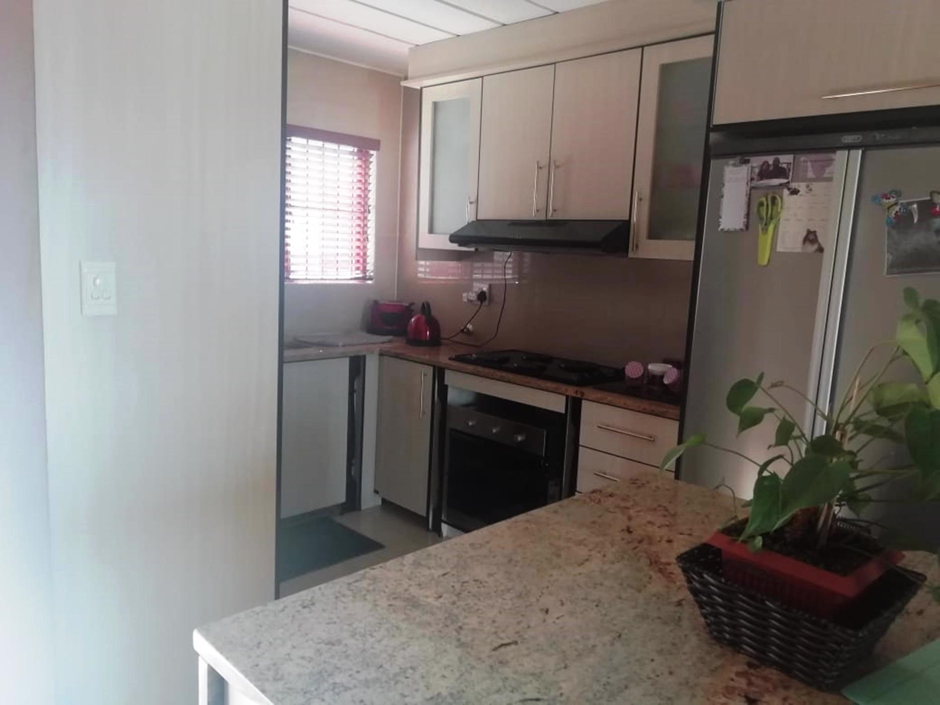 https://listing.pamgolding.co.za/images/properties/201908/1506123/H/1506123_H_14.jpg