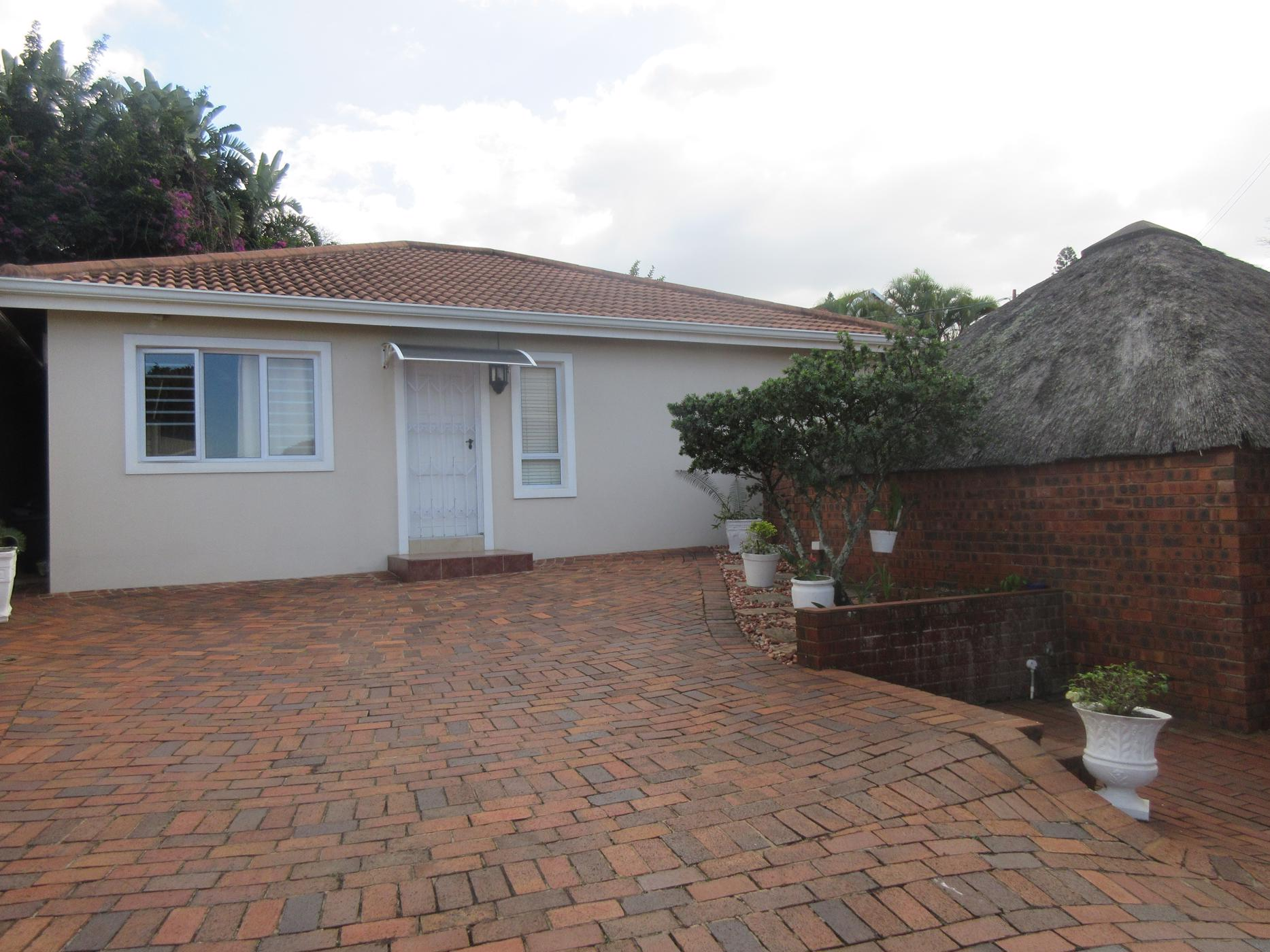 https://listing.pamgolding.co.za/images/properties/201908/794585/H/794585_H_1.jpg