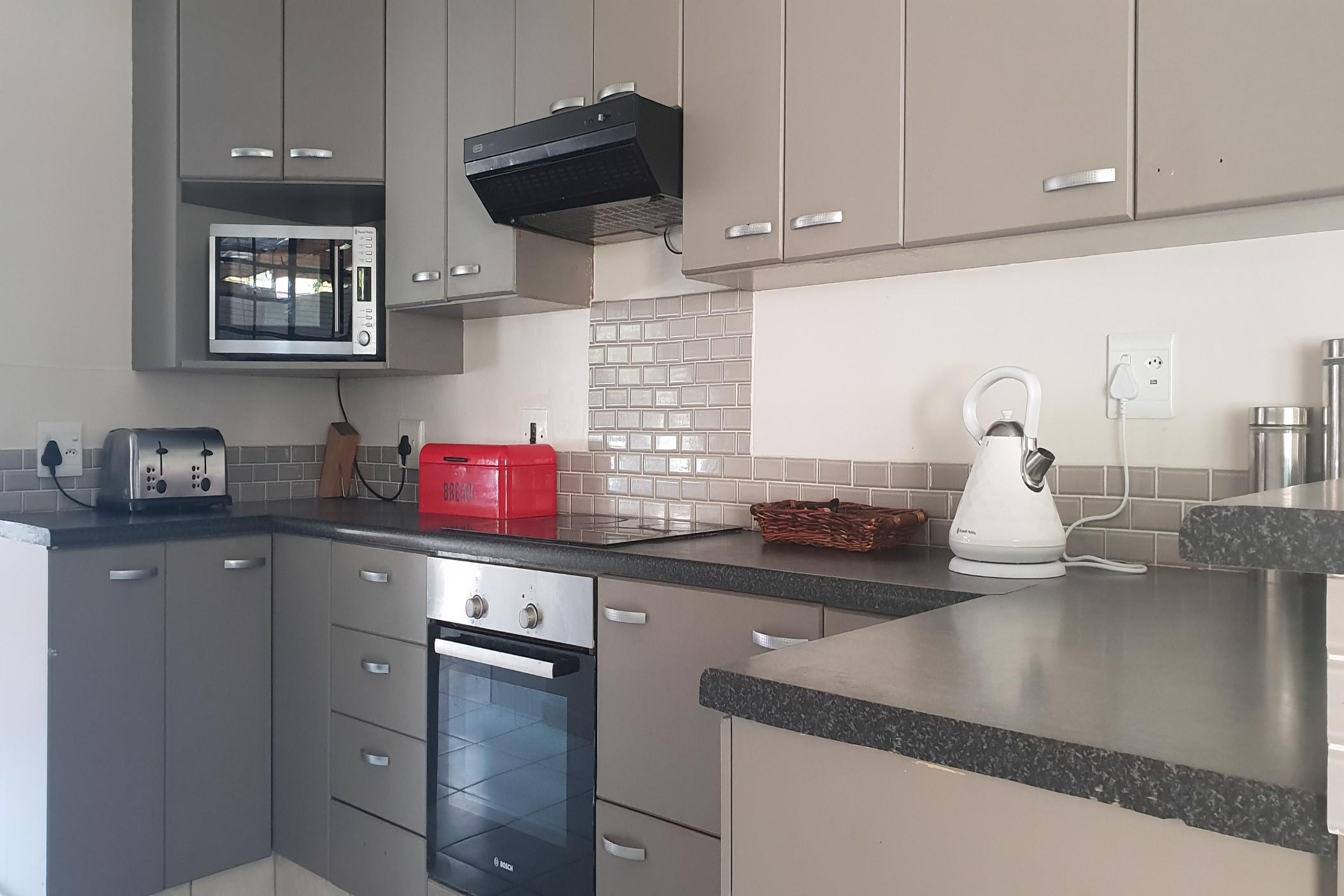 https://listing.pamgolding.co.za/images/properties/201909/1510239/H/1510239_H_16.jpg