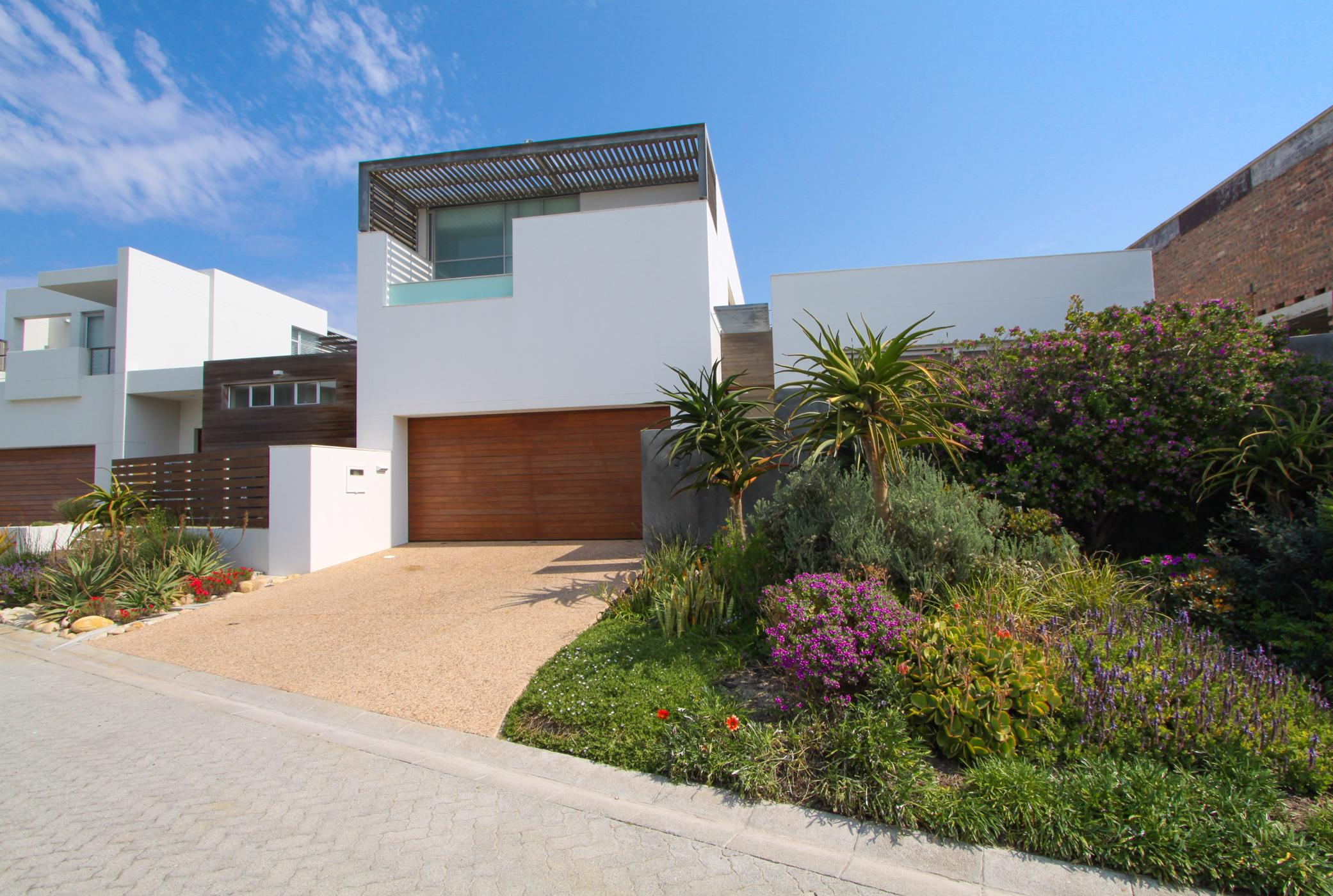 https://listing.pamgolding.co.za/images/properties/201910/1533344/H/1533344_H_1.jpg
