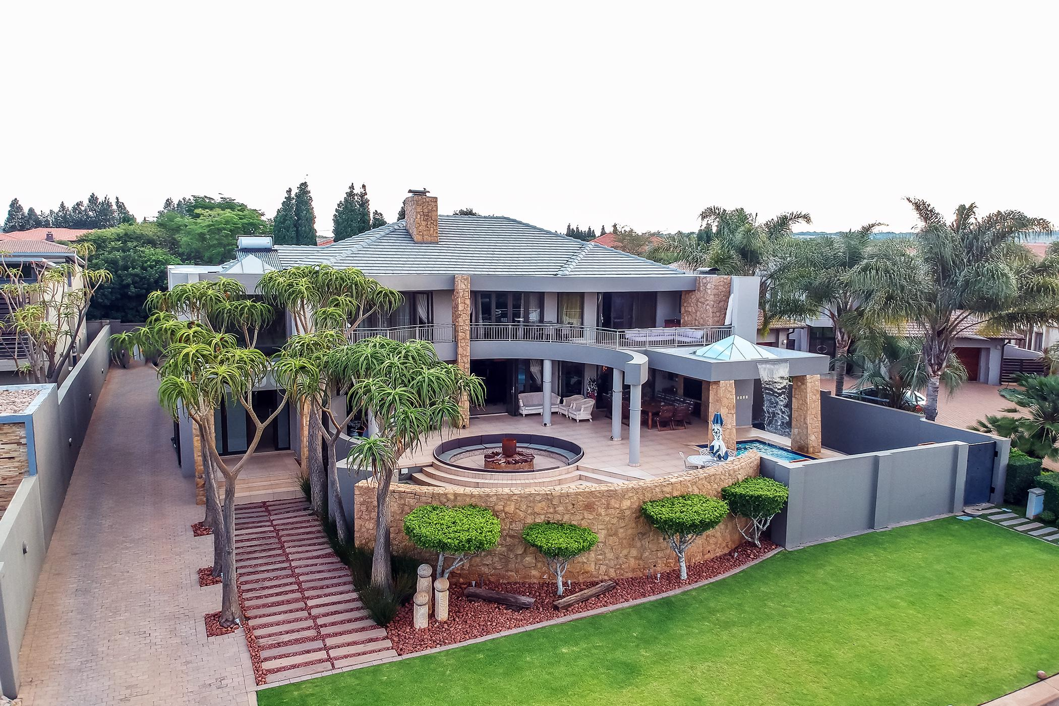 6 Bedroom House For Sale Midstream Estate Cn1448644 Pam Golding Properties