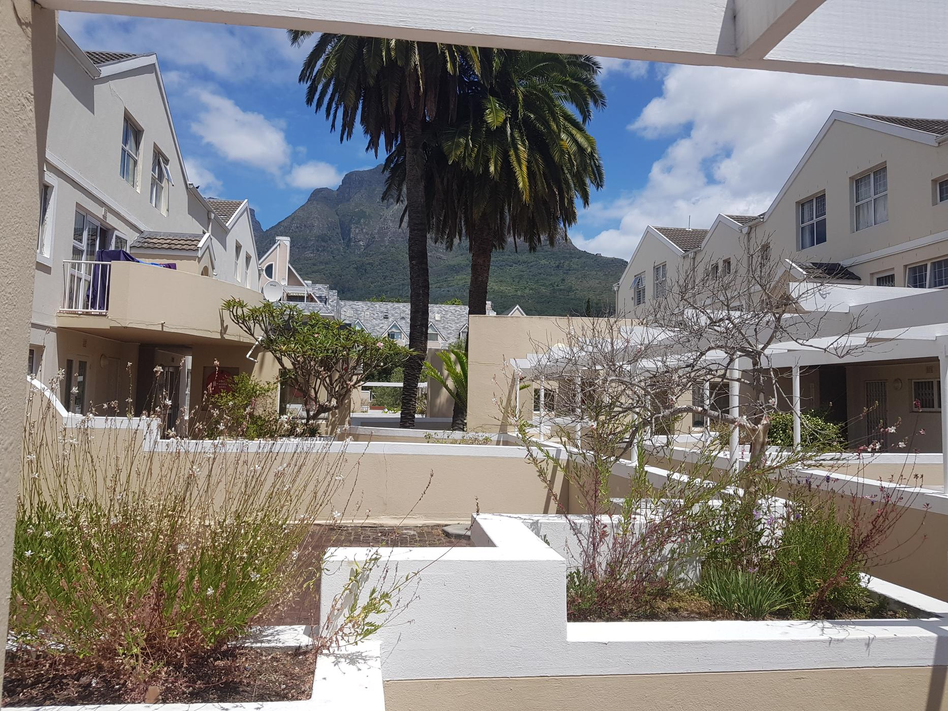 https://listing.pamgolding.co.za/images/properties/201912/1558778/H/1558778_H_1.jpg