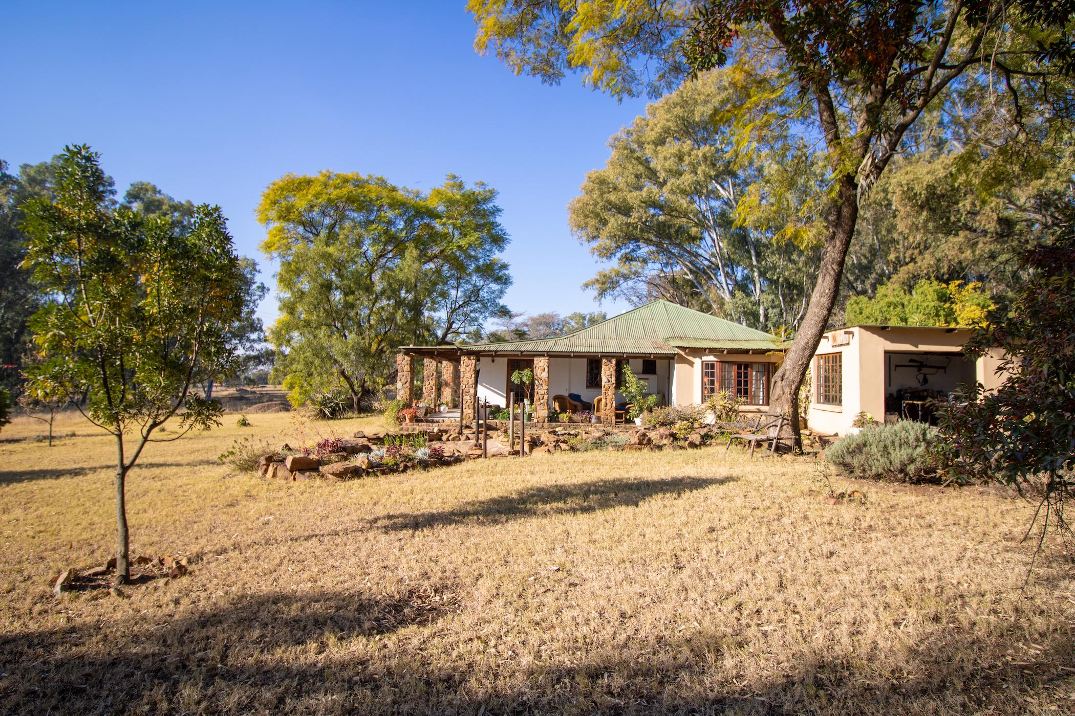 18 hectare mixed use farm for sale in Skeerpoort