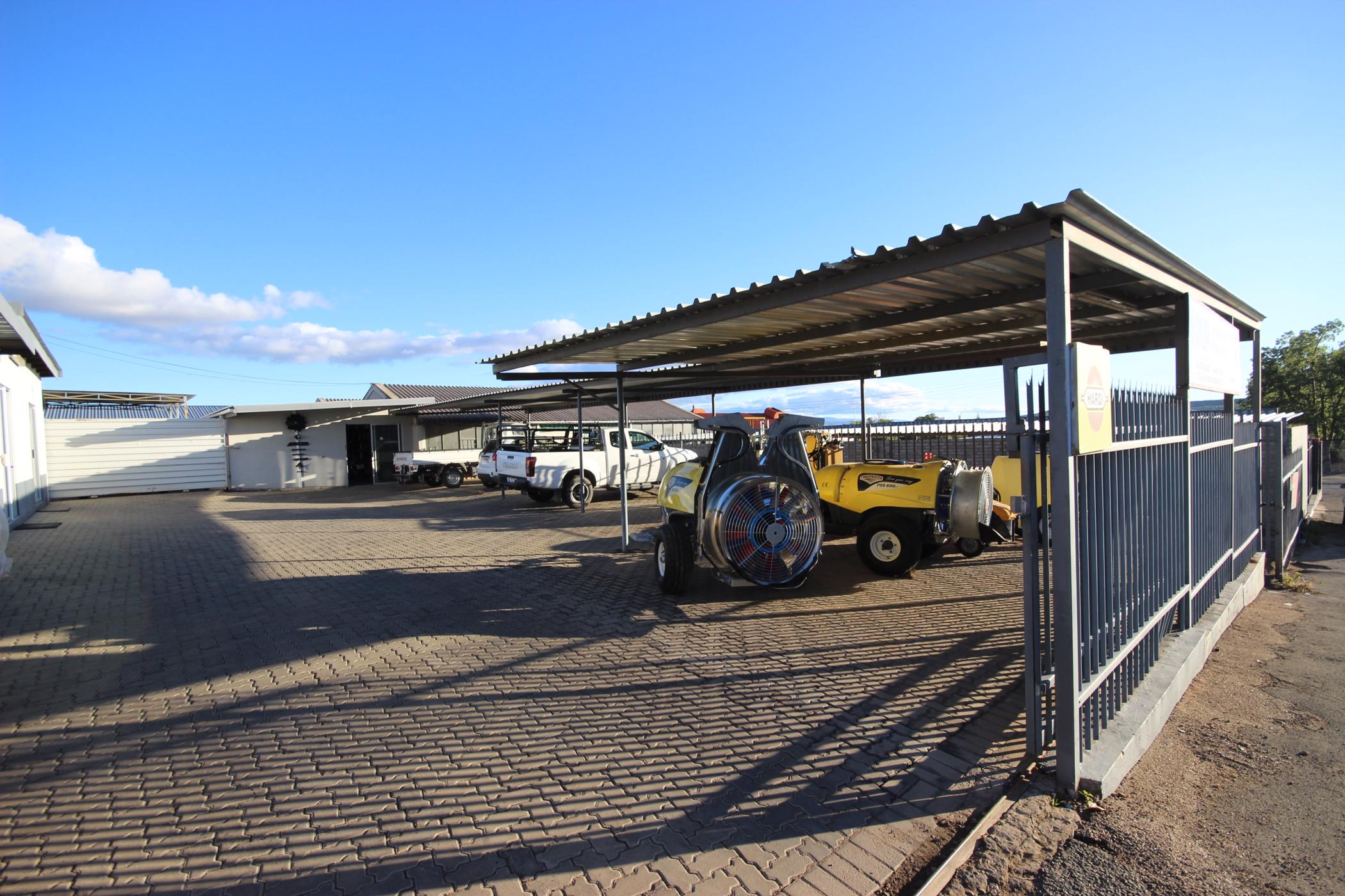 300 m² commercial office for sale in Oudtshoorn Central