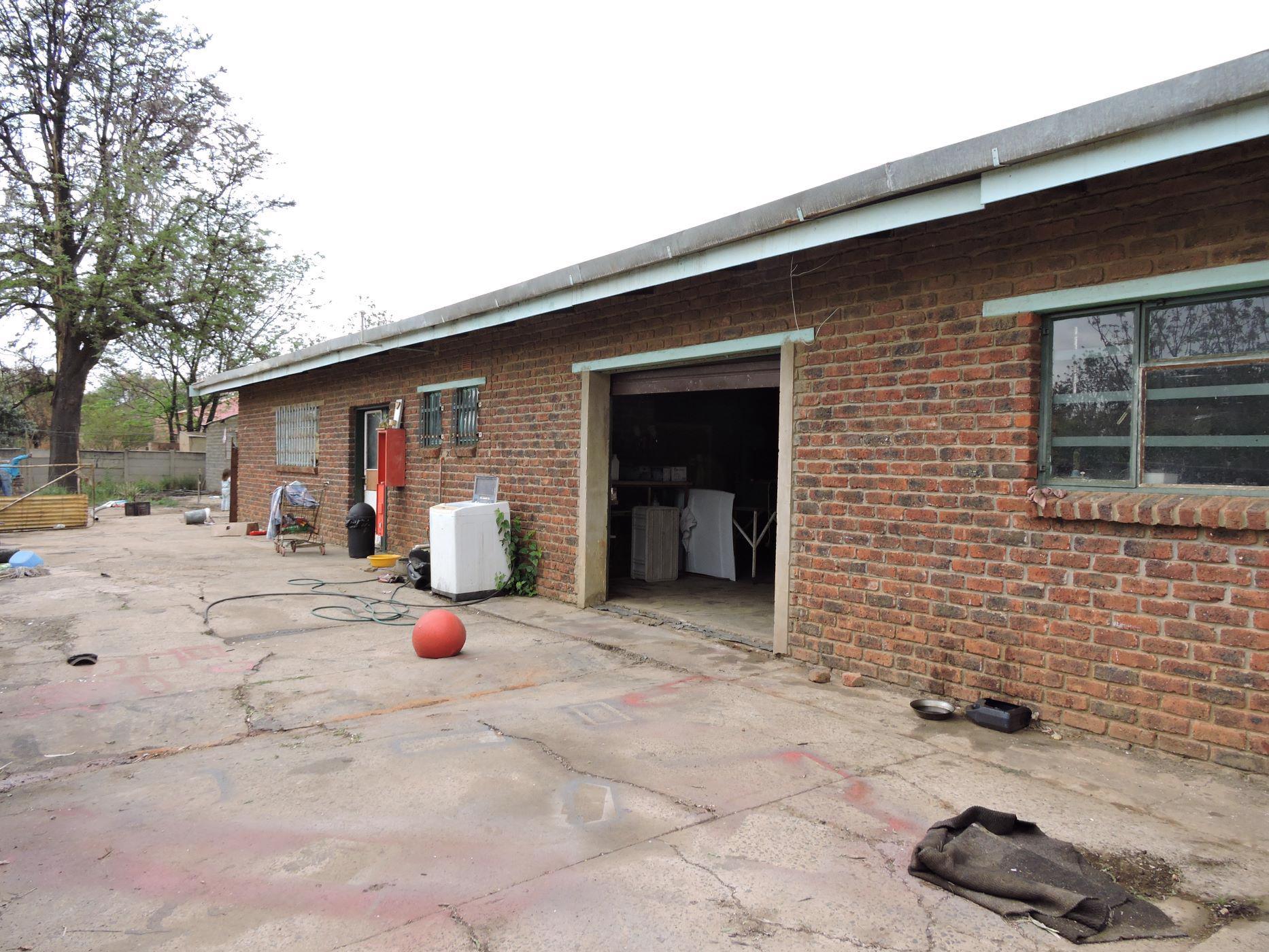 1487 m² commercial industrial property for sale in Swartruggens