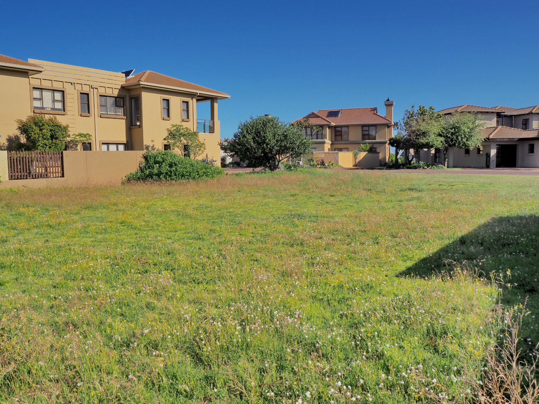 667 m² residential vacant land for sale in Mossel Bay Golf Estate