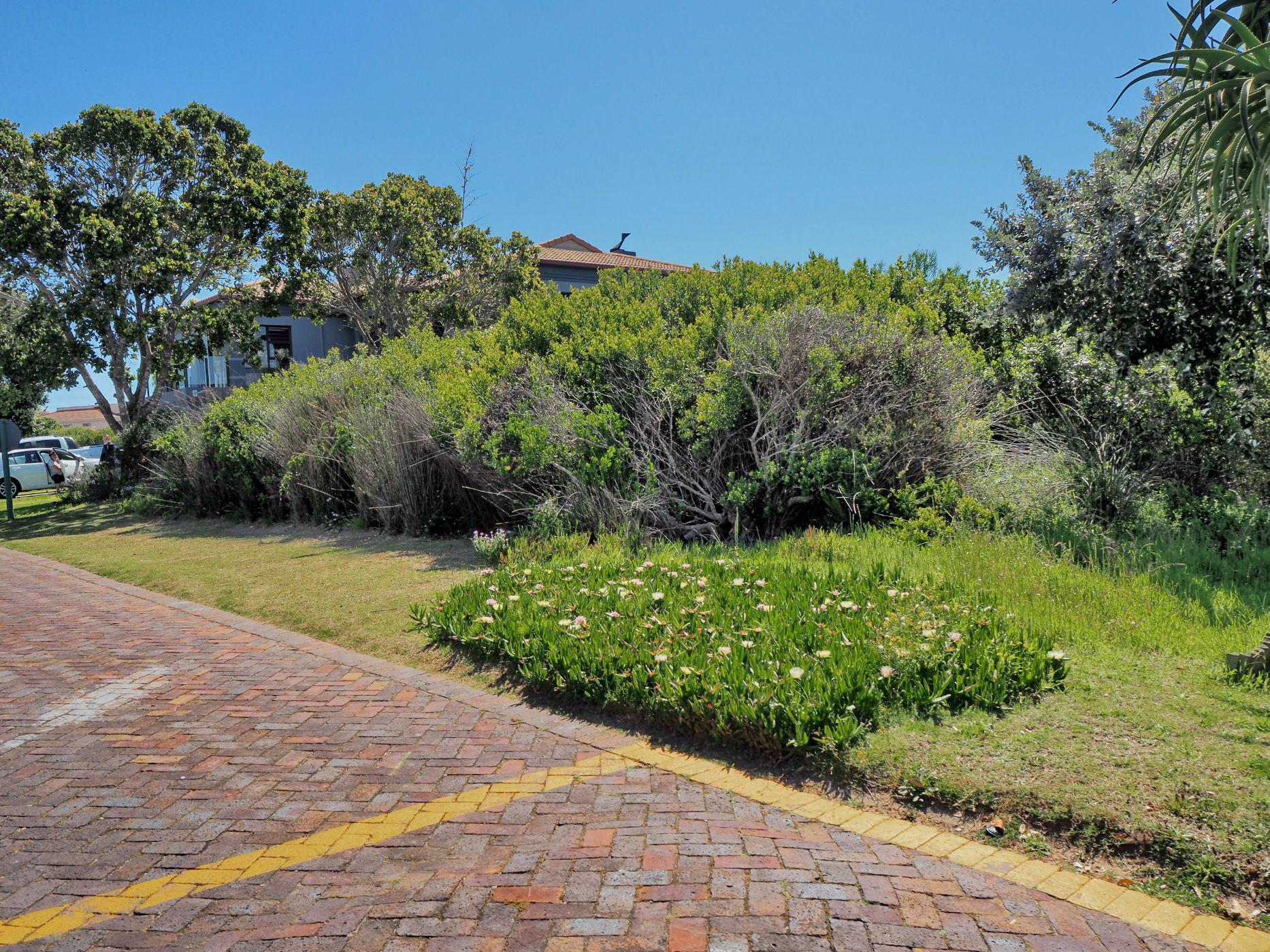 677 m² residential vacant land for sale in Mossel Bay Golf Estate