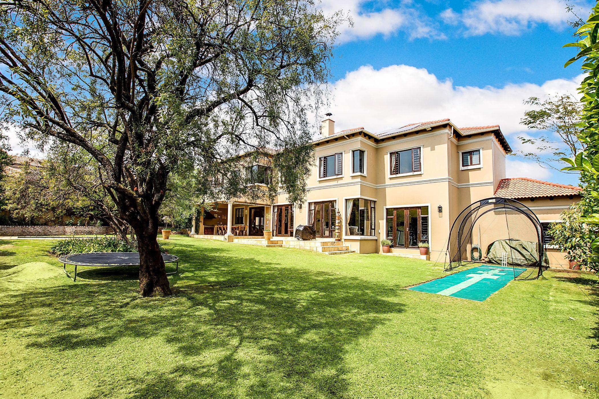 5 bedroom cluster house for sale in Bryanston