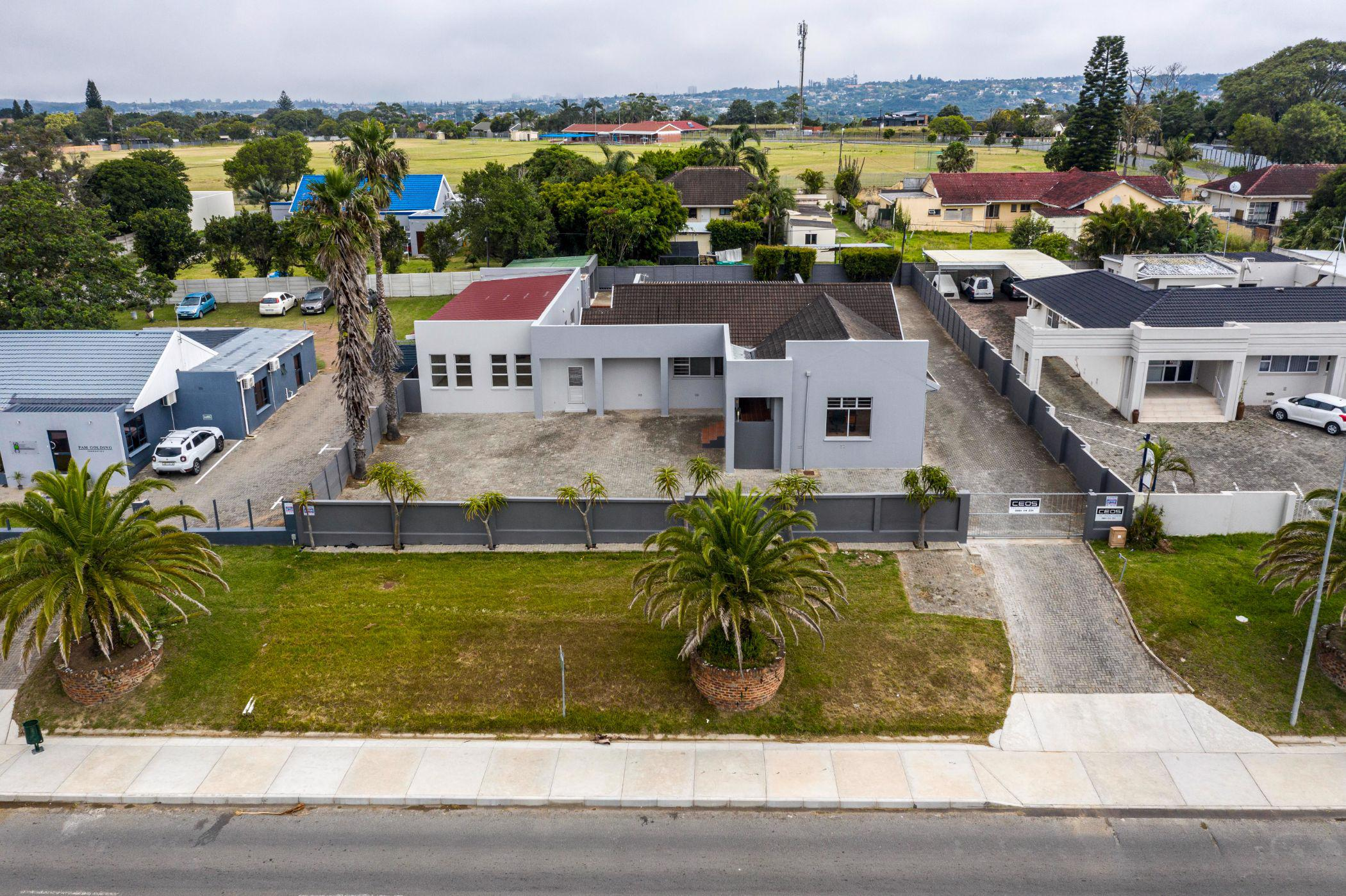 456 m² commercial office for sale in Beacon Bay