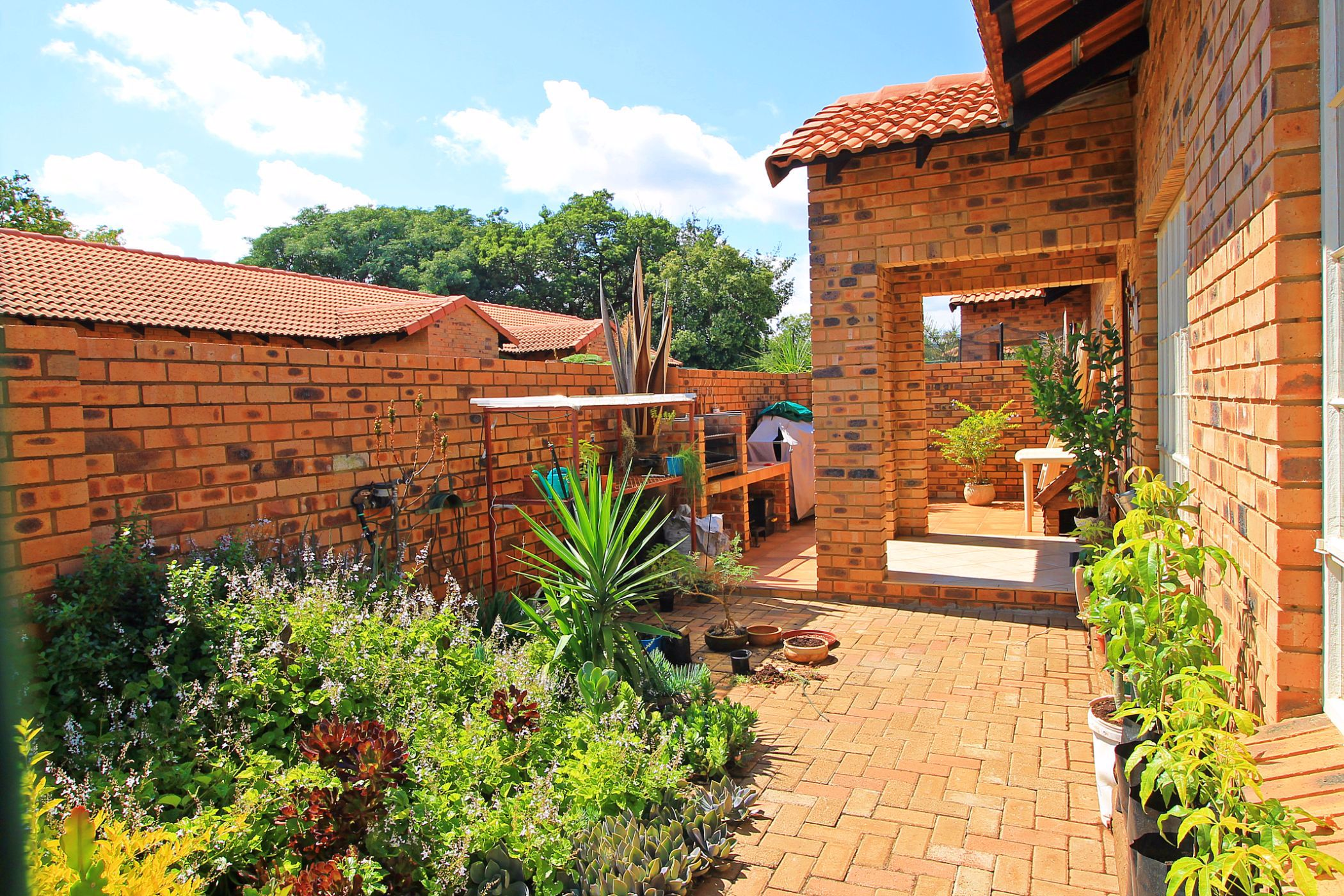 16 unit townhouse complex for sale in Lydenburg