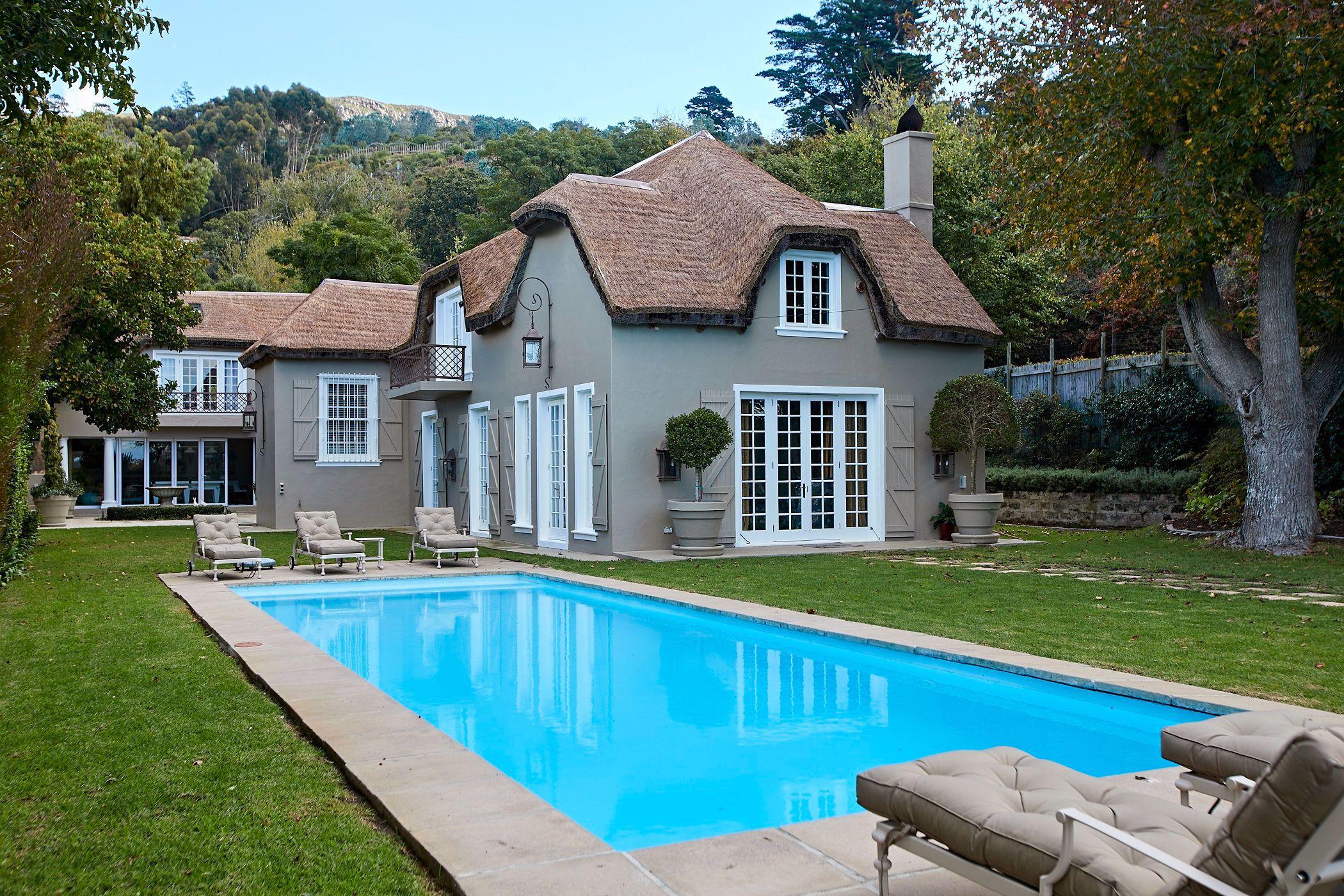 5 bedroom house to rent in Constantia (Cape Town)