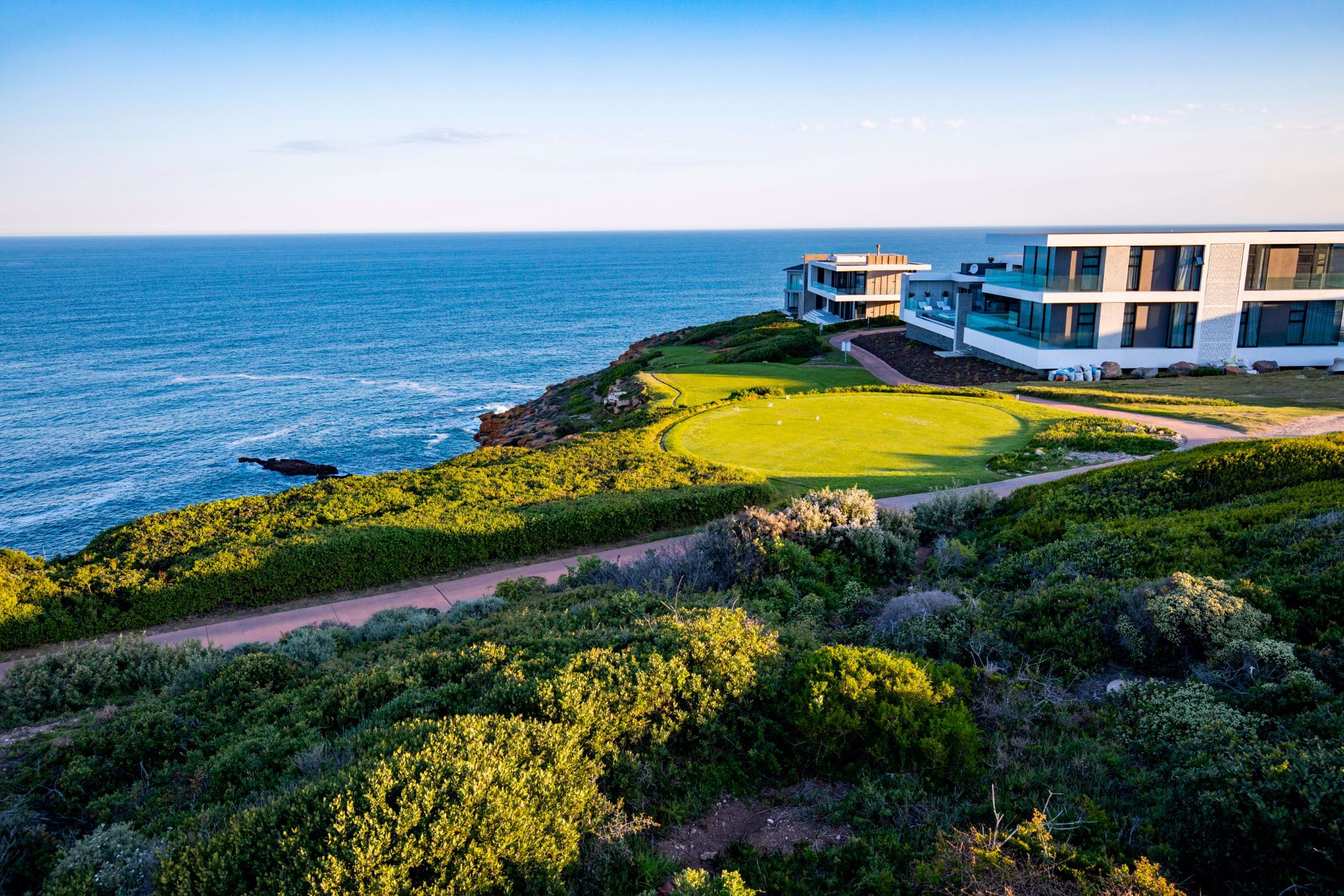 930 m² residential vacant land for sale in Pinnacle Point Golf Estate