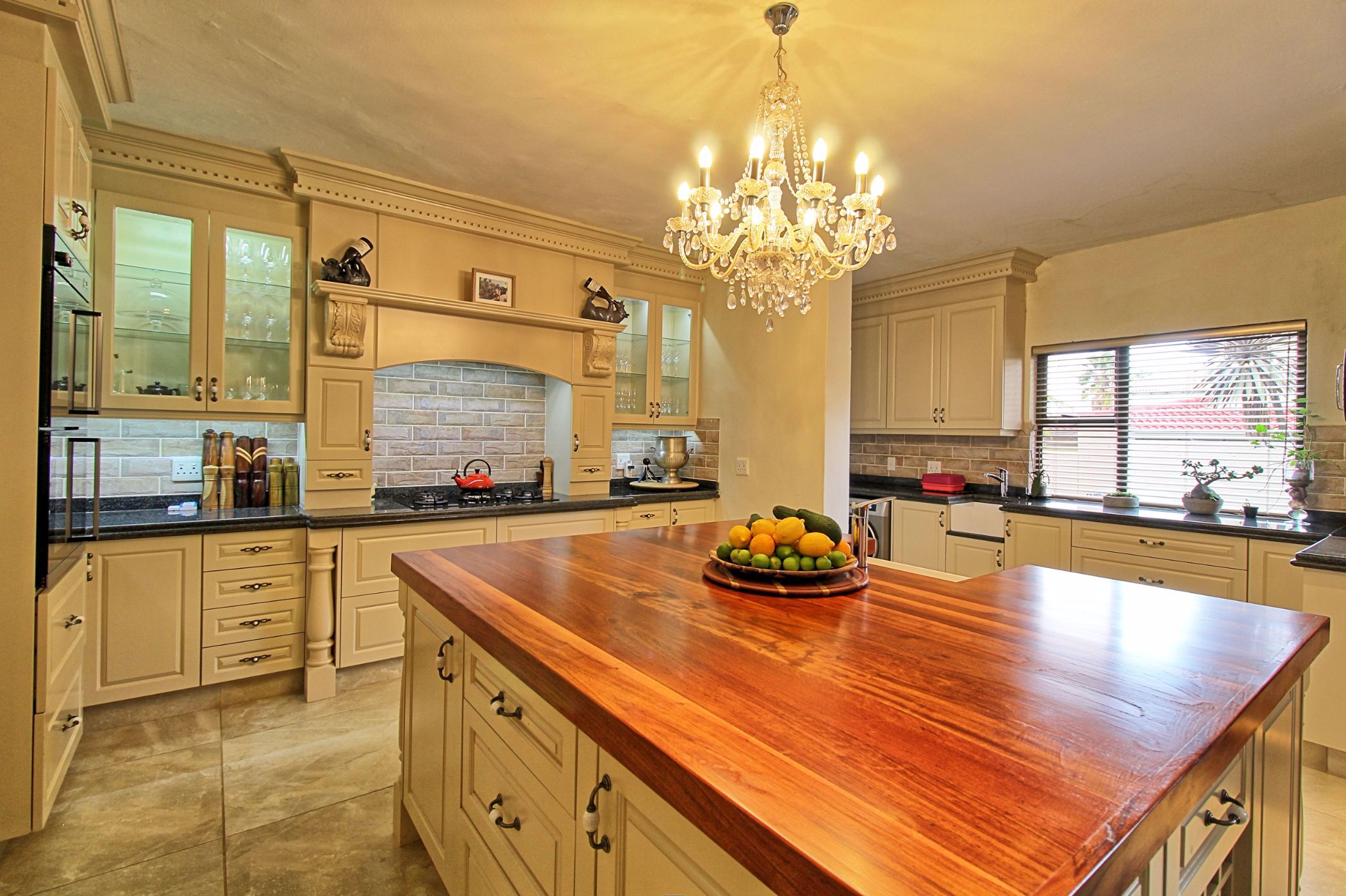 7 bedroom house to rent in Woodhill Golf Estate