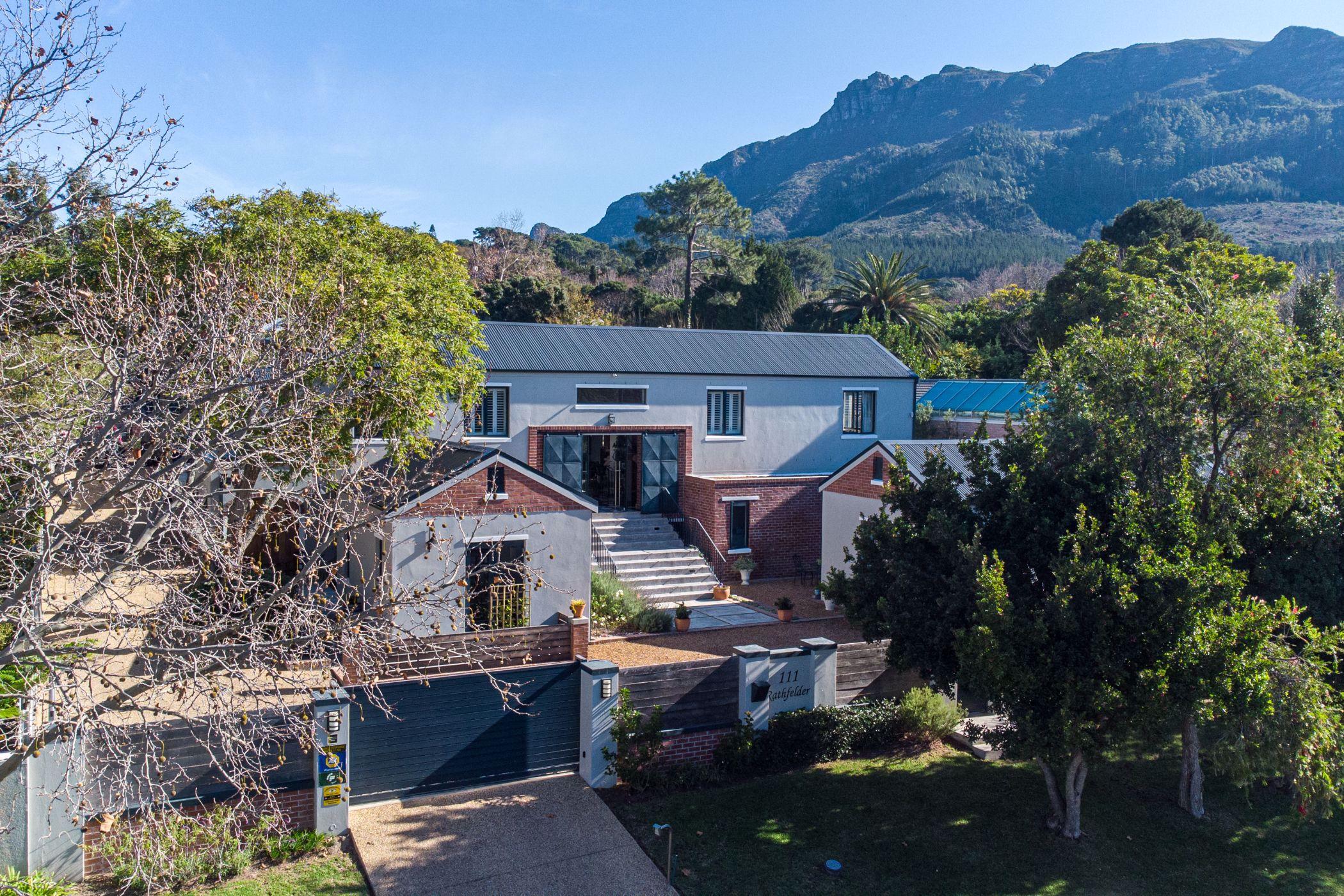 6 bedroom house for sale in Constantia Upper