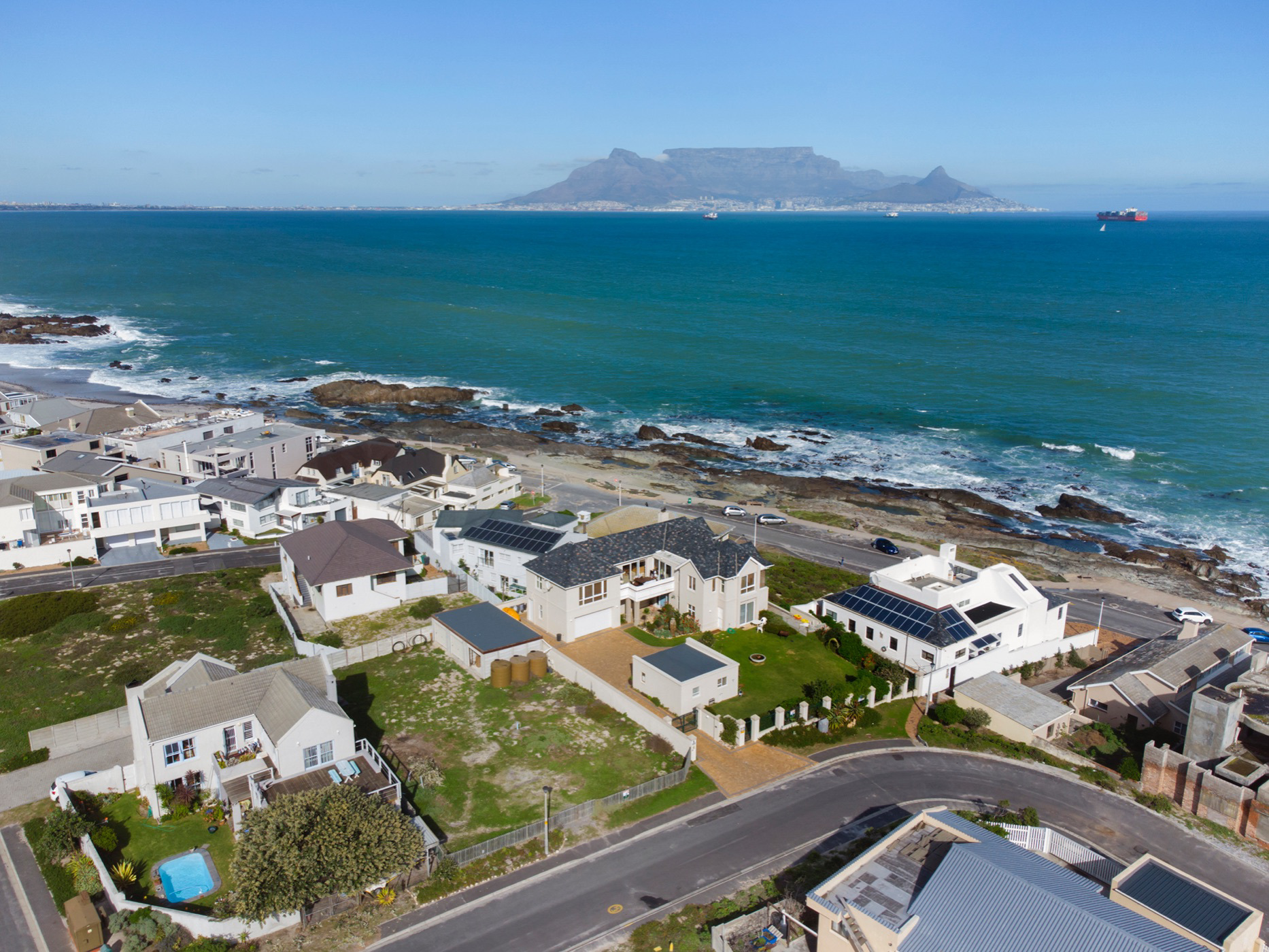 621 m² vacant land for sale in Bloubergstrand