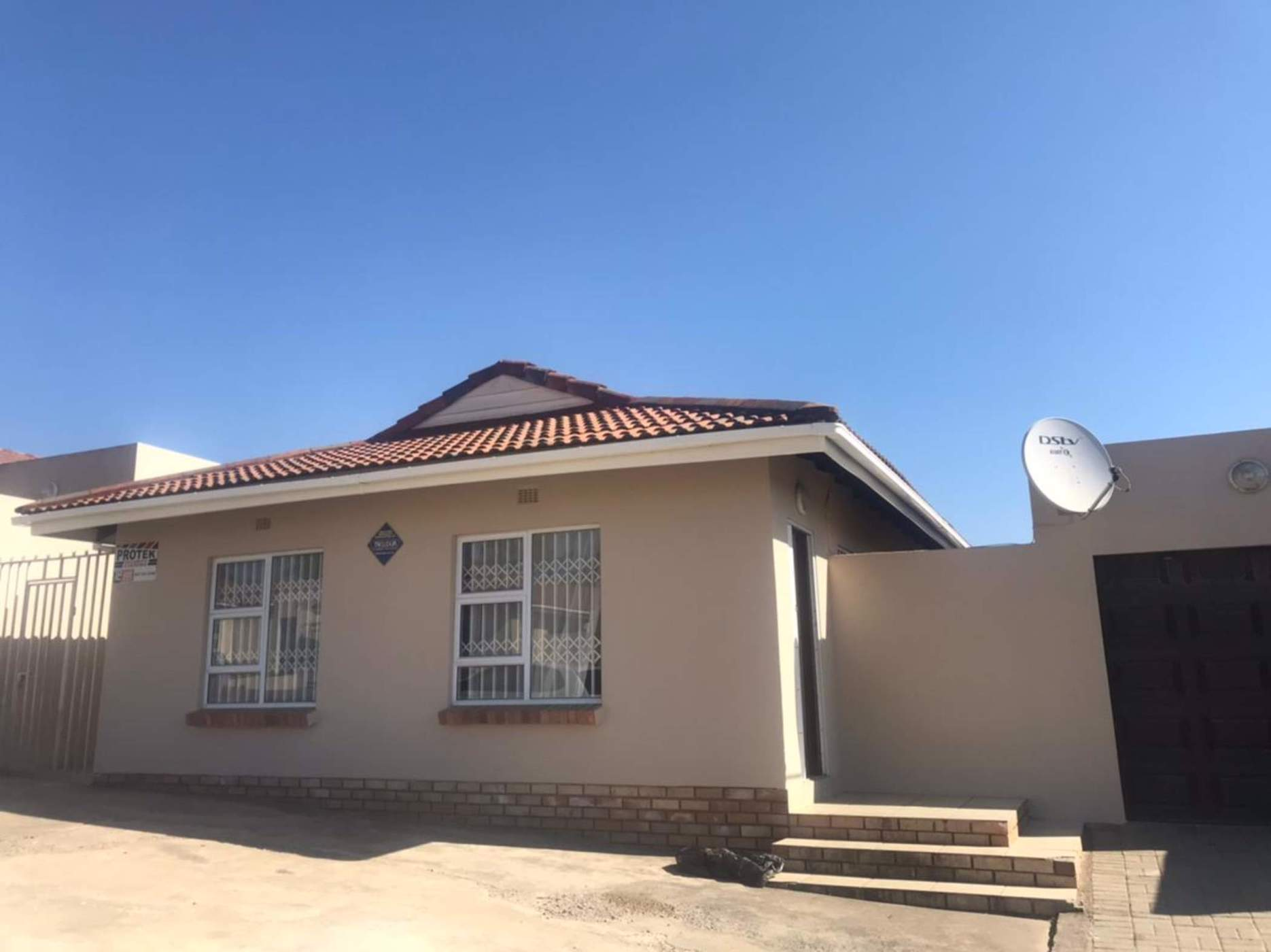 3 bedroom house for sale in Southernwood (Mthatha)