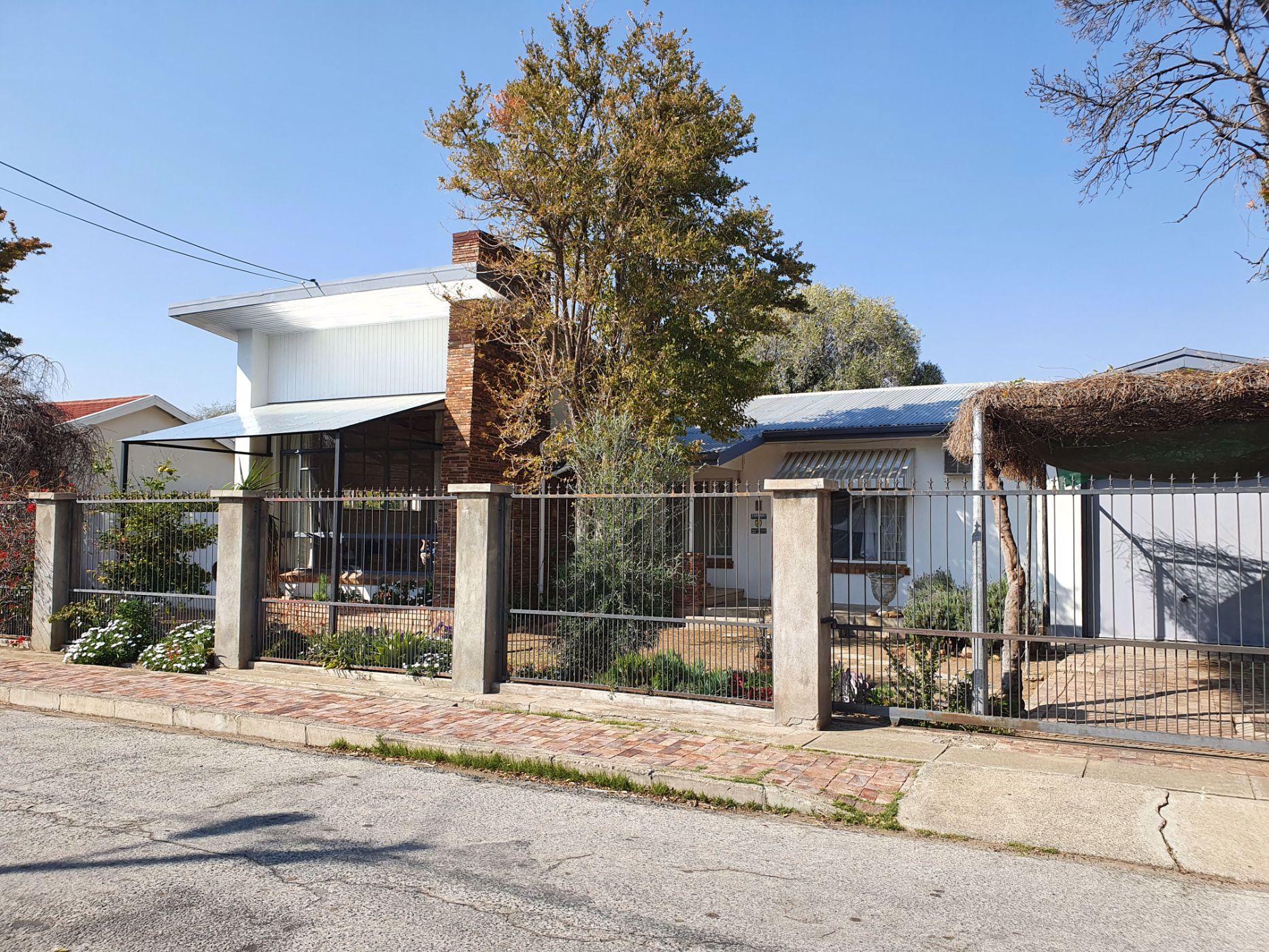 4 bedroom house for sale in Graaff-Reinet