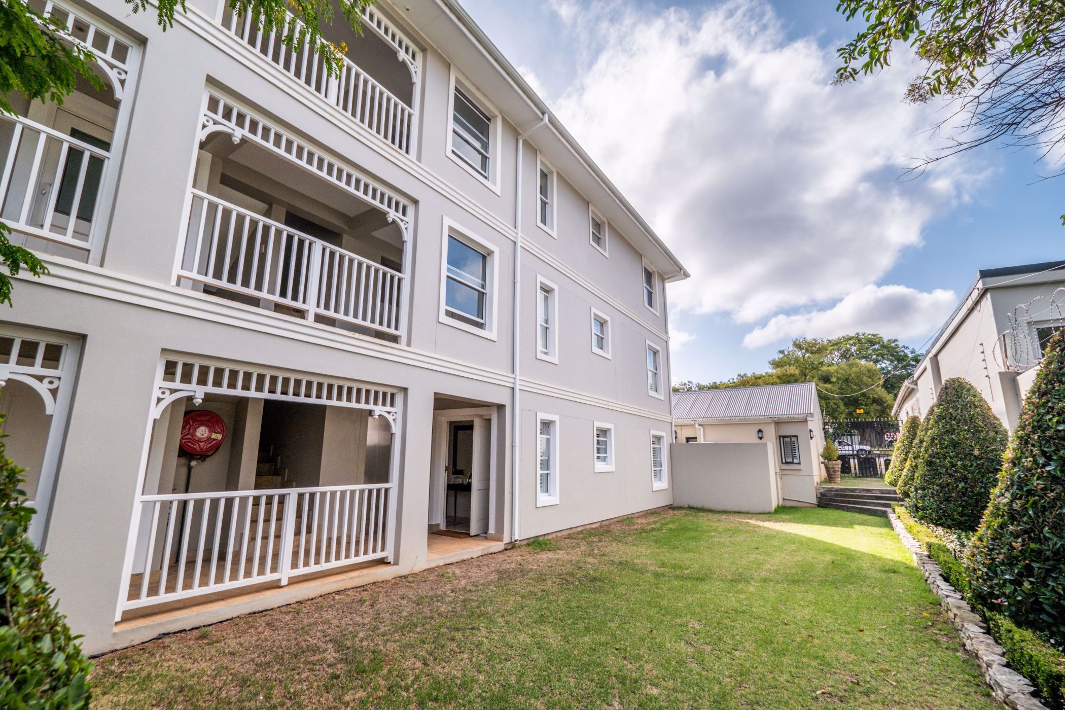 3 bedroom penthouse apartment for sale in West Hill (Makhanda (Grahamstown))