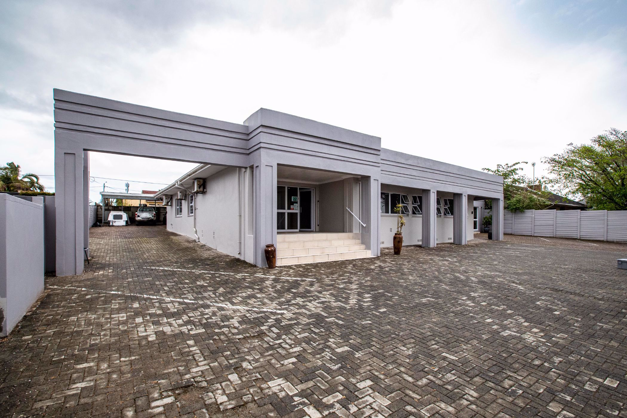 280 m² commercial office for sale in Beacon Bay